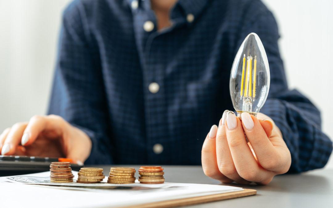 Entra en vigor la rebaja del IVA de la luz, ¿quién se va a beneficiar de la medida?